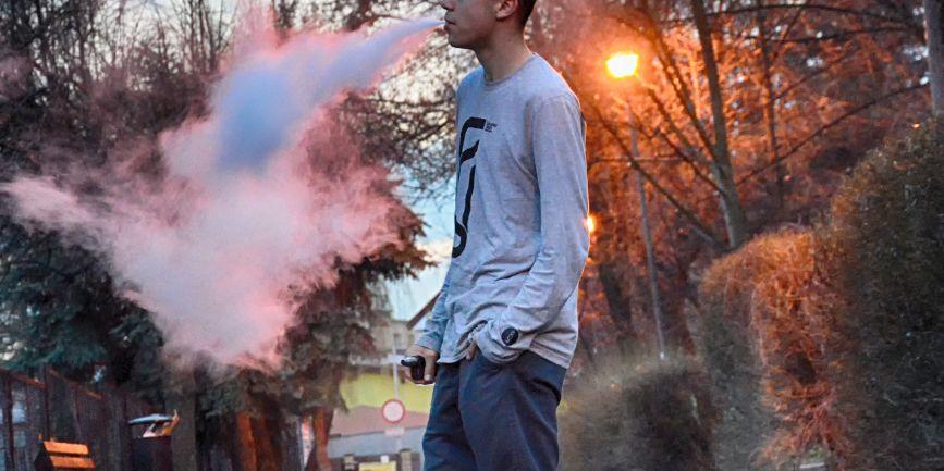 キャンプ地では電子タバコがおすすめ